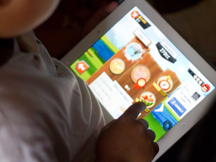 5 technology tips for entertaining kids on road trips