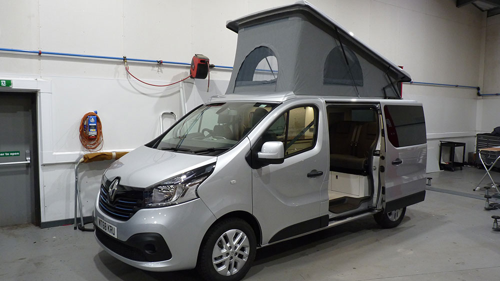 Renault Trafic SWB Exterior - SCA Elevating Roof