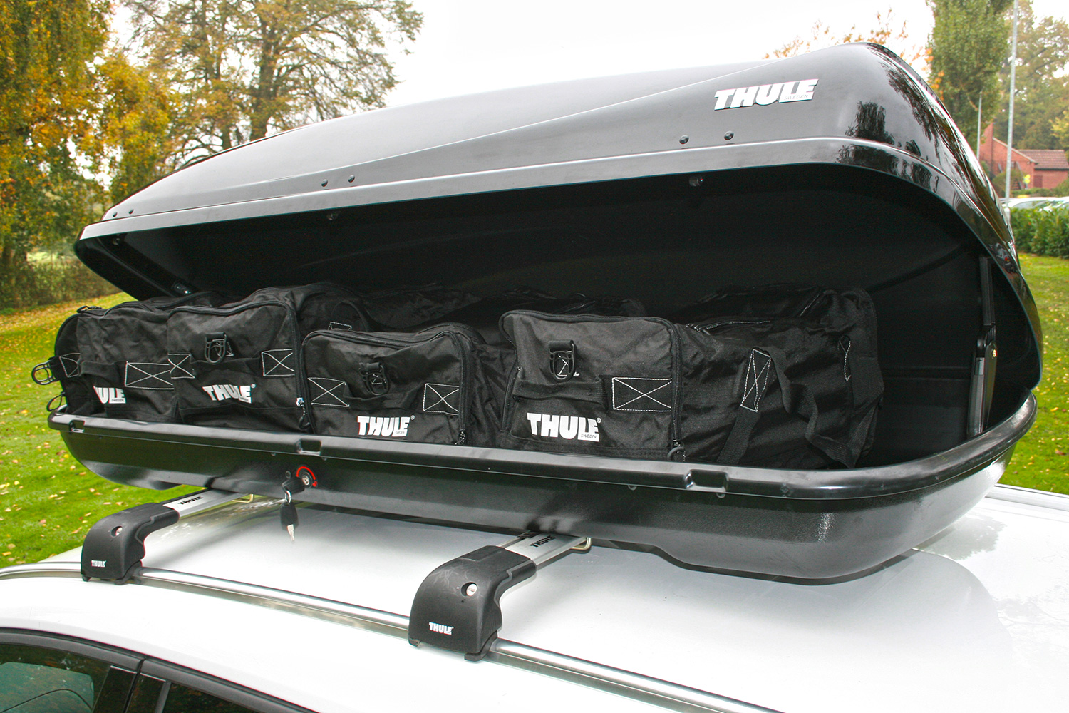 thule ocean 200 roof box. Black Bedroom Furniture Sets. Home Design Ideas
